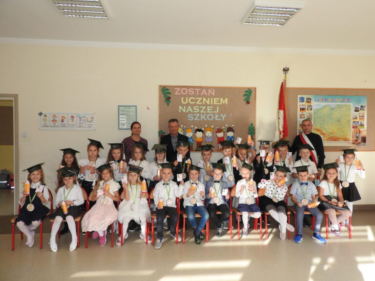 Uroczystość ślubowania i pasowania uczniów klas pierwszych